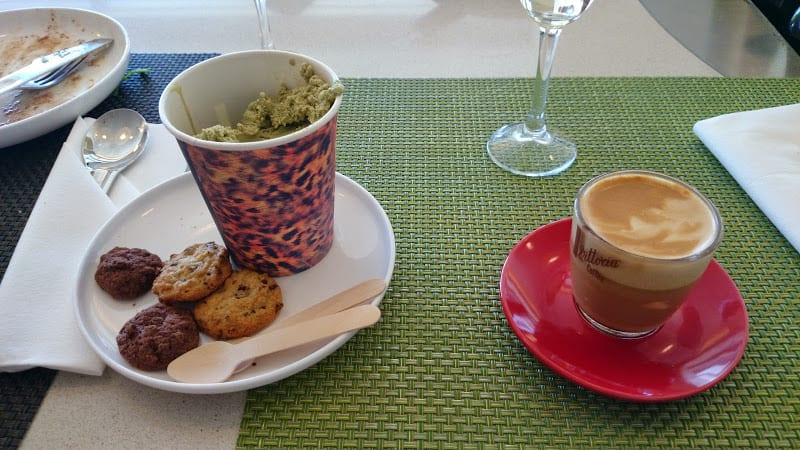 qf j lounge featured - REVIEW - Qantas Business Class Lounge, Sydney Airport