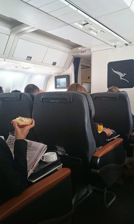 qantas business class 737