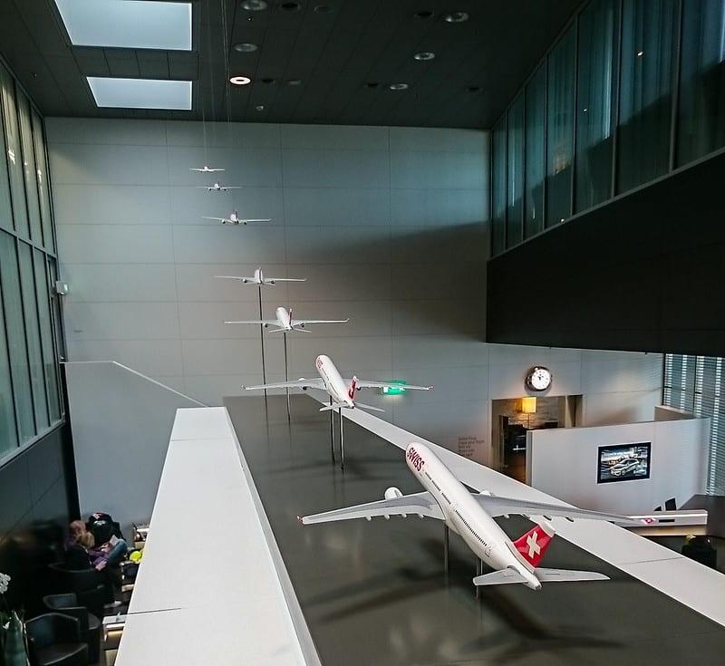 senator lounge ZRH A planes take off