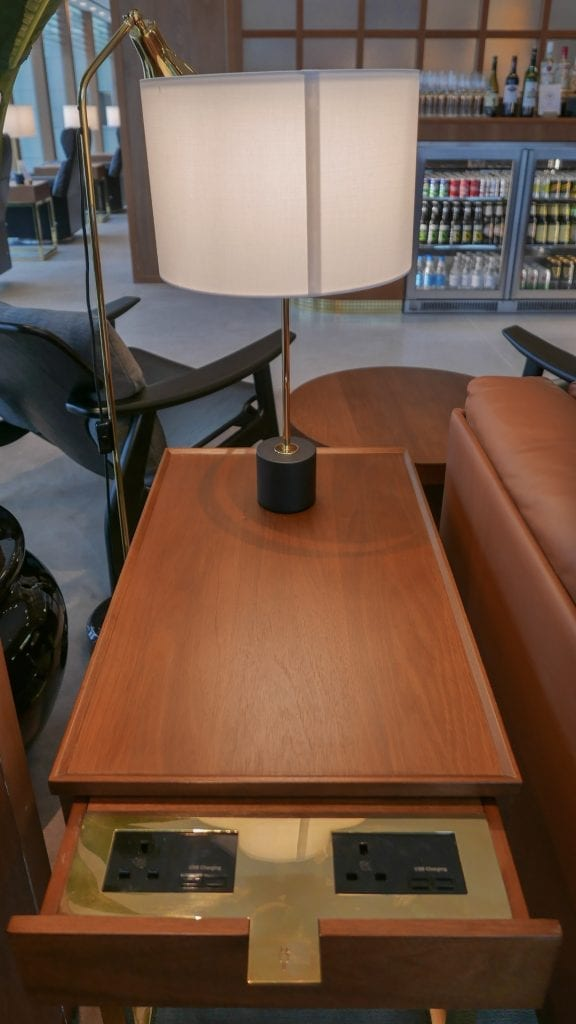 New CX Lounges T3 41 576x1024 - REVIEW - Cathay Pacific : First Class Lounge, London Heathrow T3 (post-refurb)