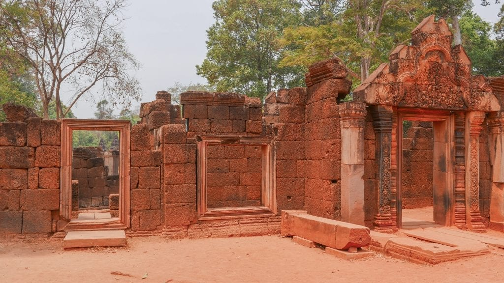 Temples 6 Banteay Srei 2 1024x576 - GUIDE - Touring the Temples of Siem Reap