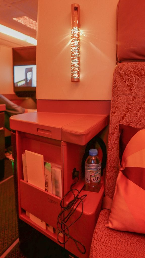 EY A380 business class 12 576x1024 - REVIEW - Etihad Airways : Business Class - Abu Dhabi to London (A380)