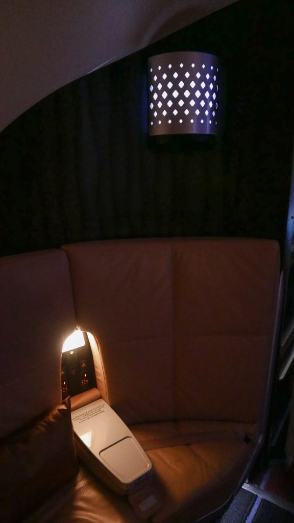 EY A380 business class 31 576x1024 - REVIEW - Etihad Airways : Business Class - Abu Dhabi to London (A380)