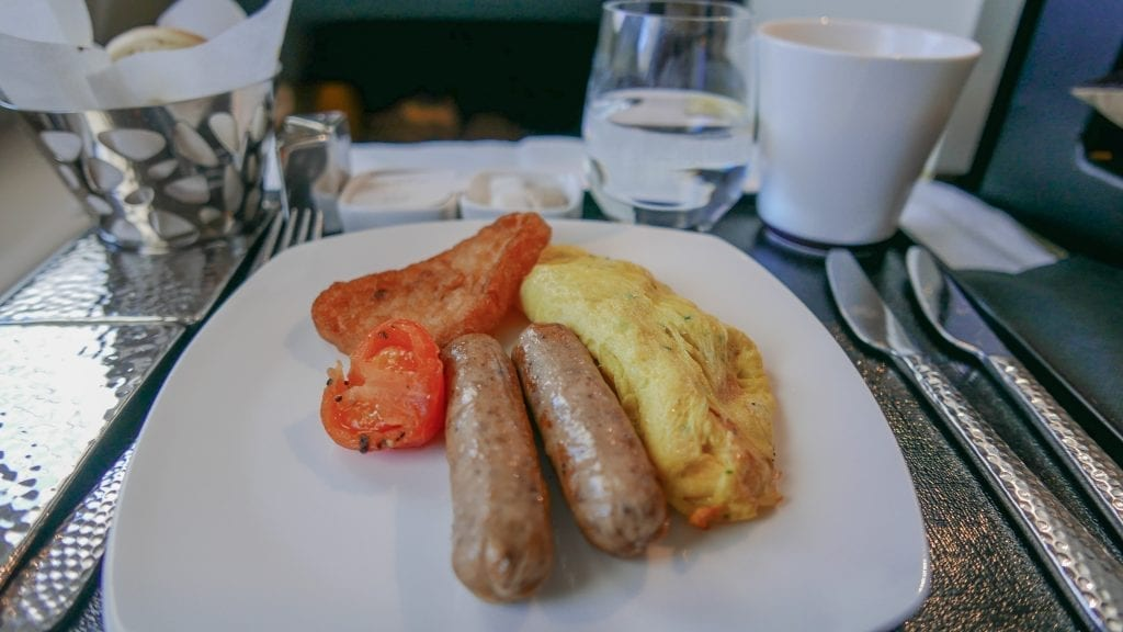 EY A380 business class 34 1024x576 - REVIEW - Etihad Airways : Business Class - Abu Dhabi to London (A380)