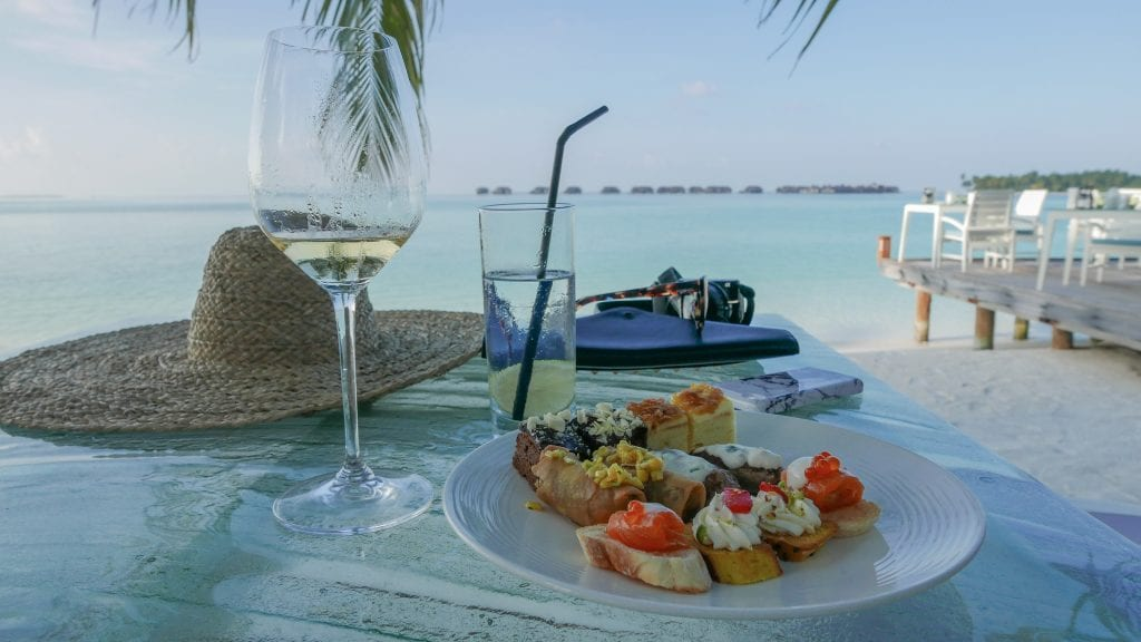 FB Vilu 17 1024x576 - GUIDE - Eating and Drinking at the Conrad Maldives