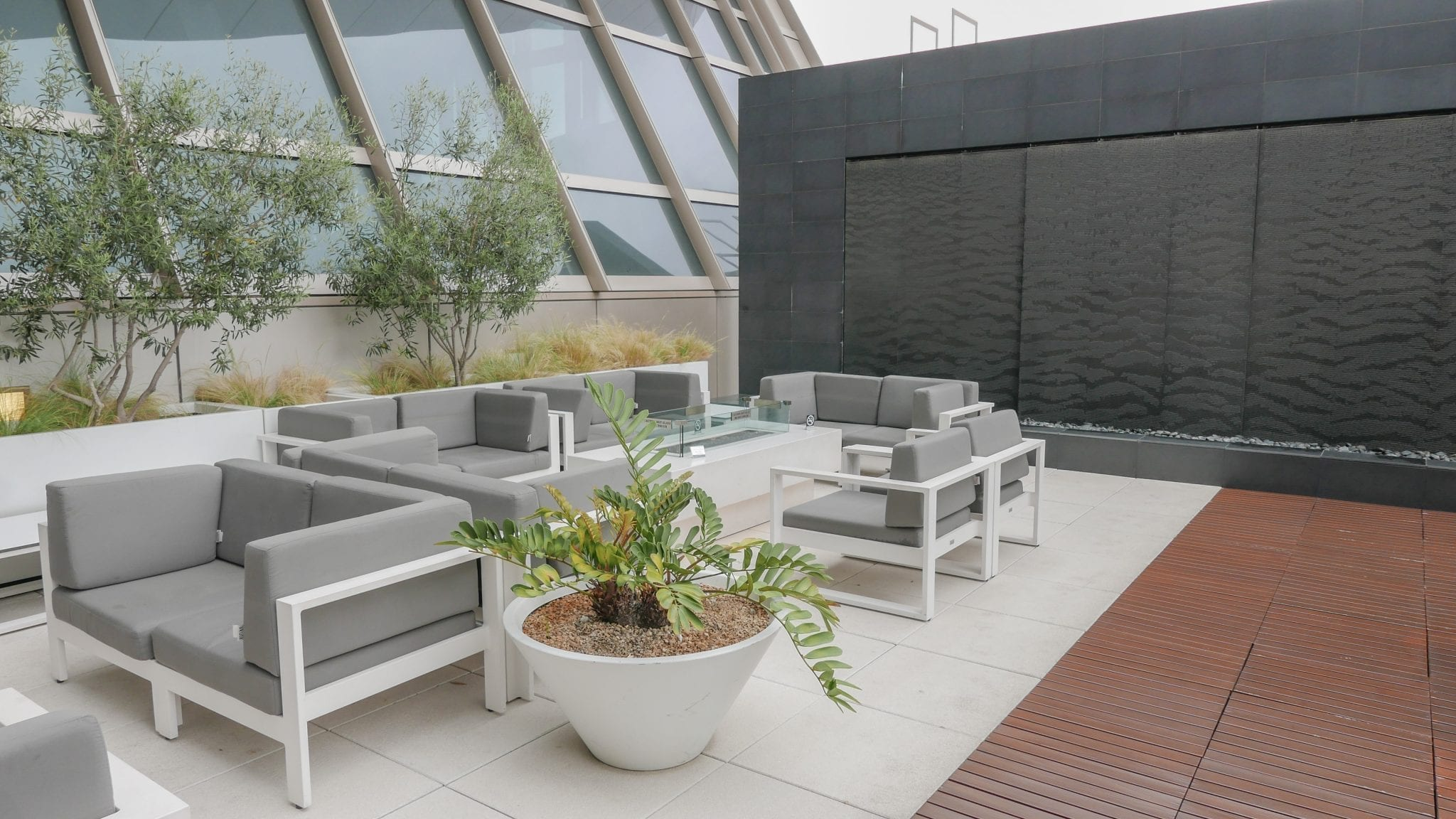 star alliance lounge LAX 21 - REVIEW - Star Alliance Lounge, LAX - TBIT