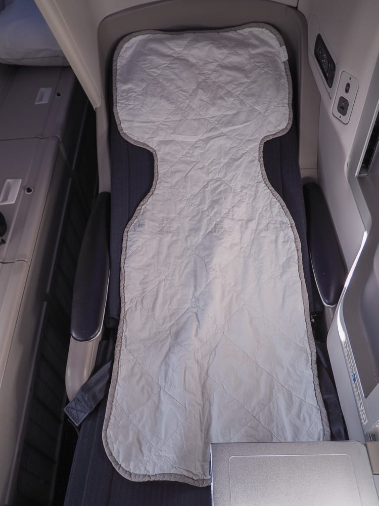 64A new catering BA 747 45 - REVIEW - British Airways : Updated Club World Service - London to New York JFK (B747 Upper Deck)