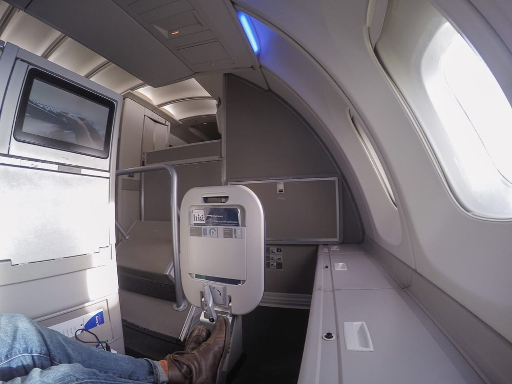 64A new catering BA 747 47 - REVIEW - British Airways : Updated Club World Service - London to New York JFK (B747 Upper Deck)