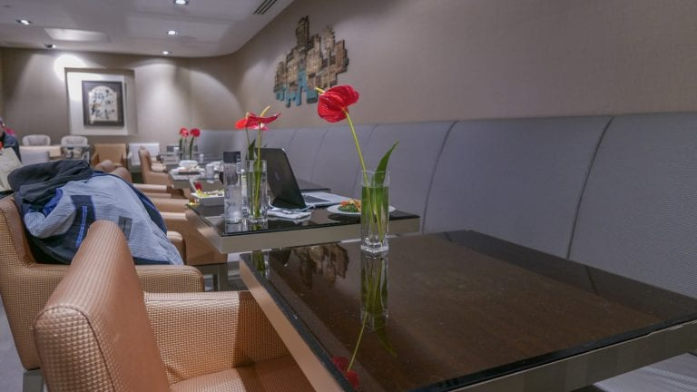 EK lounge 8 768x432 - REVIEW - Emirates Lounge : First and Business Class, London (LHR - Terminal 3)