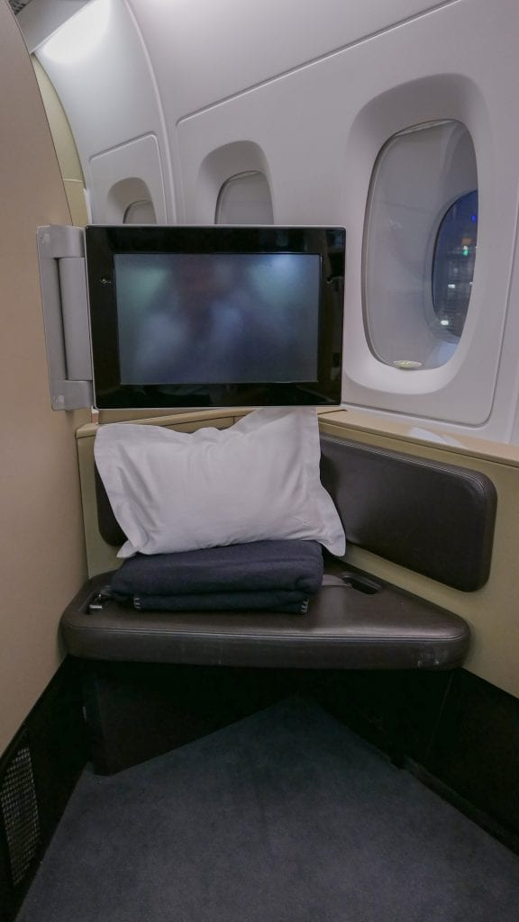 QF F LHR DXB 4 576x1024 - REVIEW - Qantas : First Class - London LHR to Dubai (A380)