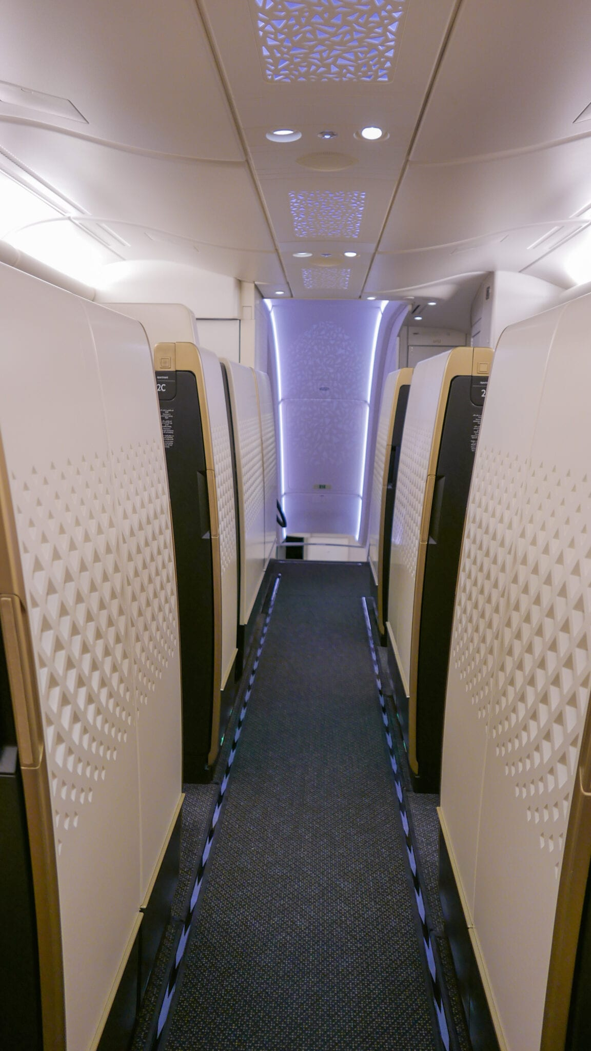 EY APTS 1 - SECOND REVIEW - Etihad : First Class Apartments - Abu Dhabi AUH to London LHR (A380)