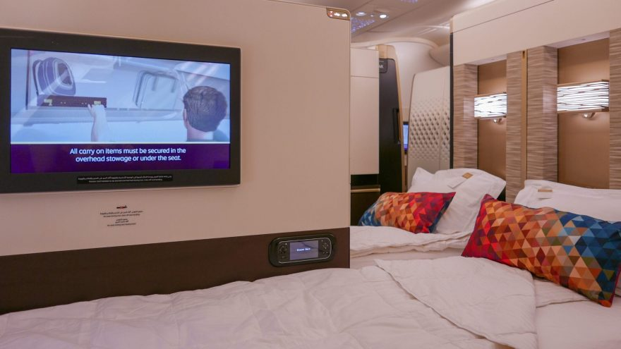 EY APTS 5 880x495 - SECOND REVIEW - Etihad : First Class Apartments - Abu Dhabi AUH to London LHR (A380)