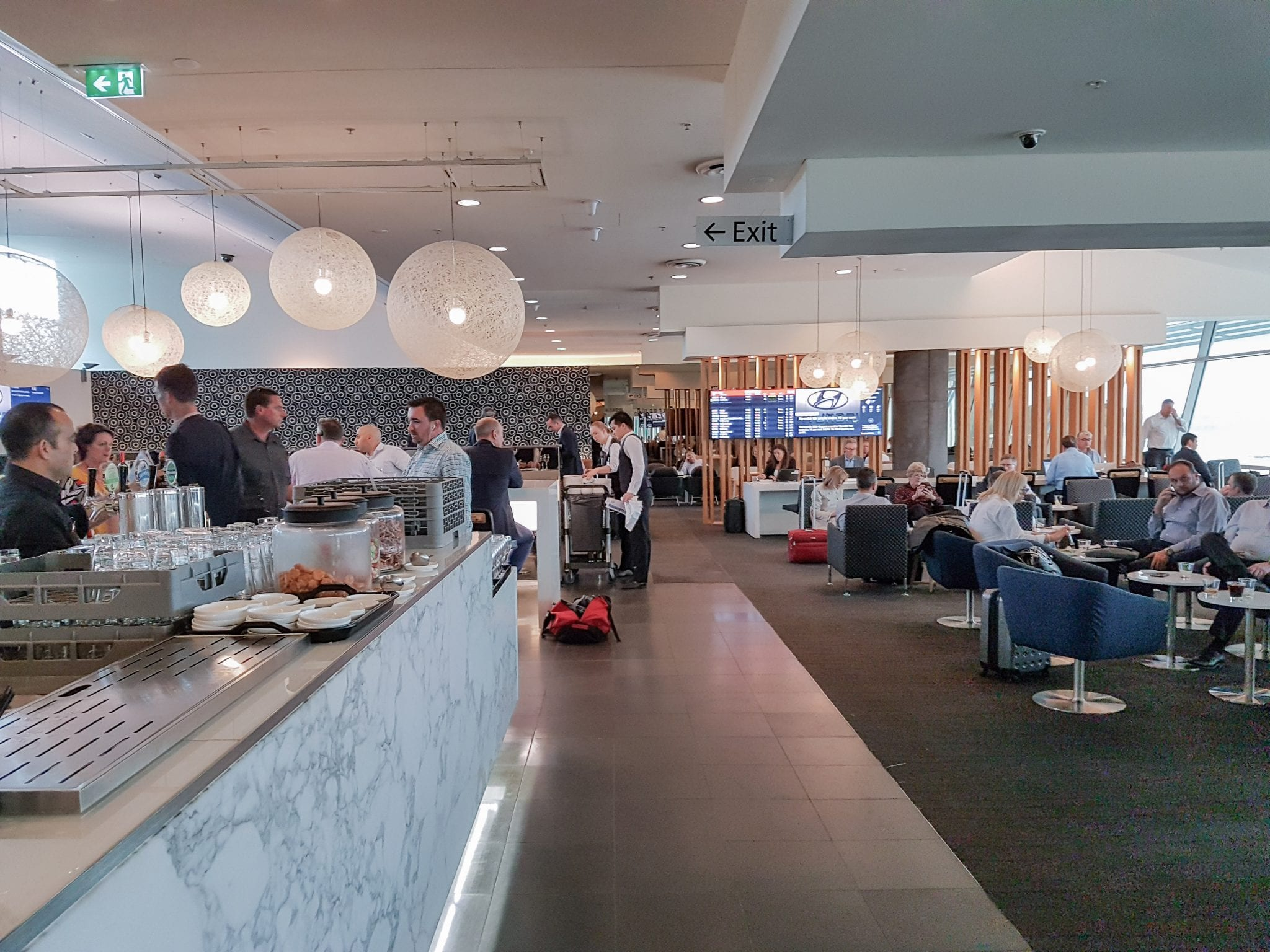 qantas lounge sydney