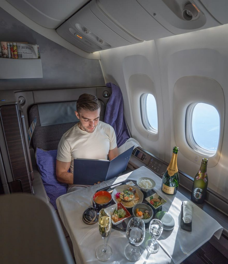"""ANA New F 59 880x1018 - WORLD EXCLUSIVE REVIEW - ANA : New First Class """"The Suite"""" - Tokyo HND to London LHR (B777)"""