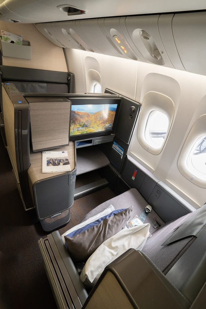 ANA New F 6 - WORLD EXCLUSIVE REVIEW - ANA : New First Class Suite - Tokyo HND to London LHR (B777)