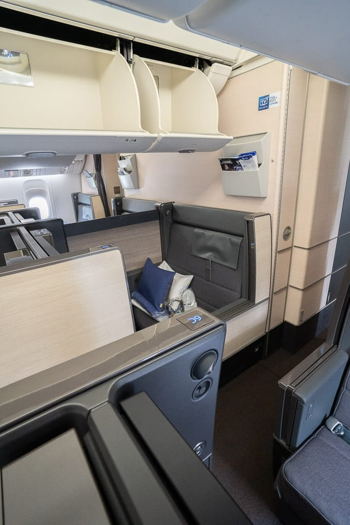 ANA New F 8 - WORLD EXCLUSIVE REVIEW - ANA : New First Class Suite - Tokyo HND to London LHR (B777)