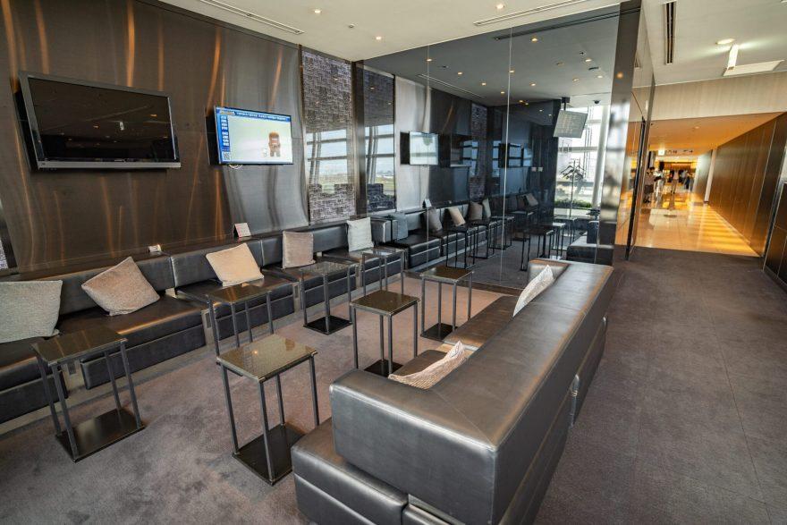suites lounge 15 880x587 - First Class & Business Class flight reviews