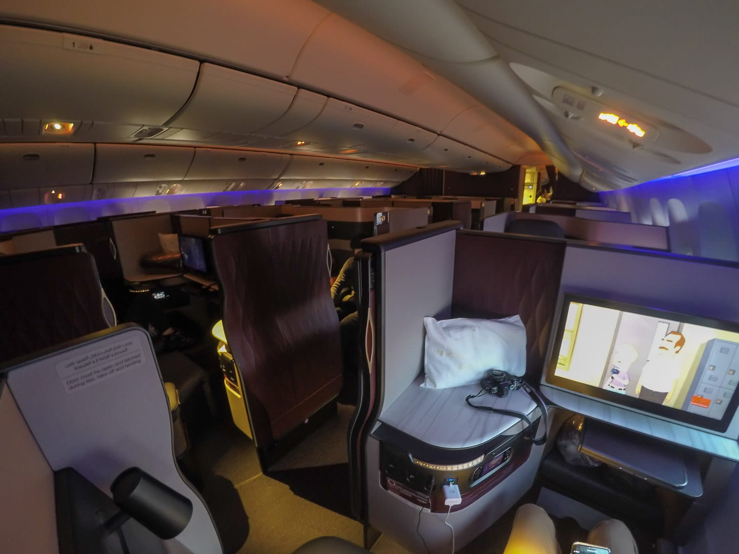 Q suites QR LHR DOH 2 - REVIEW - Qatar Airways : Business Class - A350 - Tokyo (HND) to Doha (DOH)