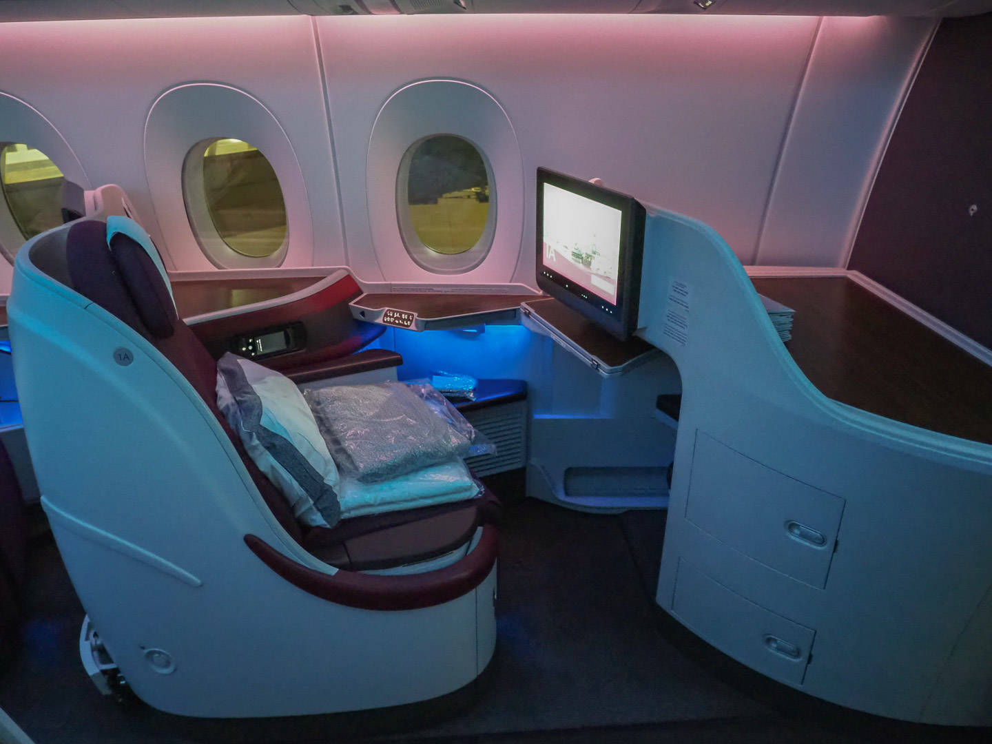 QR J A350 2 - REVIEW - Qatar Airways : Business Class - A350 - Tokyo (HND) to Doha (DOH)