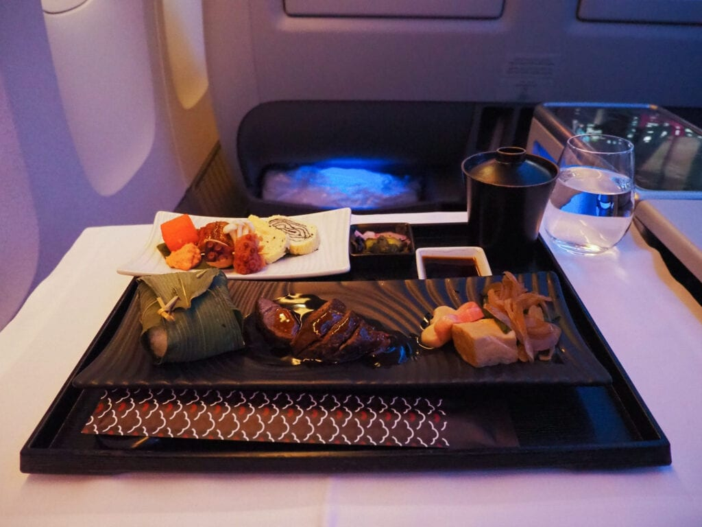 intermission 5 1024x768 - REVIEW - Qatar Airways : Q Suites Business Class - B777 - London (LHR) to Doha (DOH)