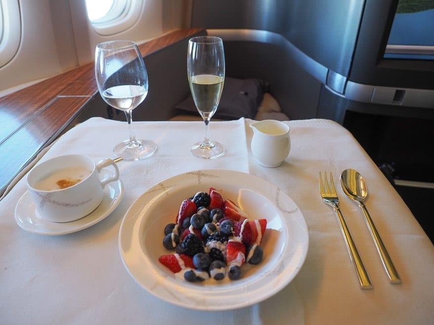 CX F MXP 32 - REVIEW - Cathay Pacific : First Class - B777 - Milan (MXP) to Hong Kong (HKG)
