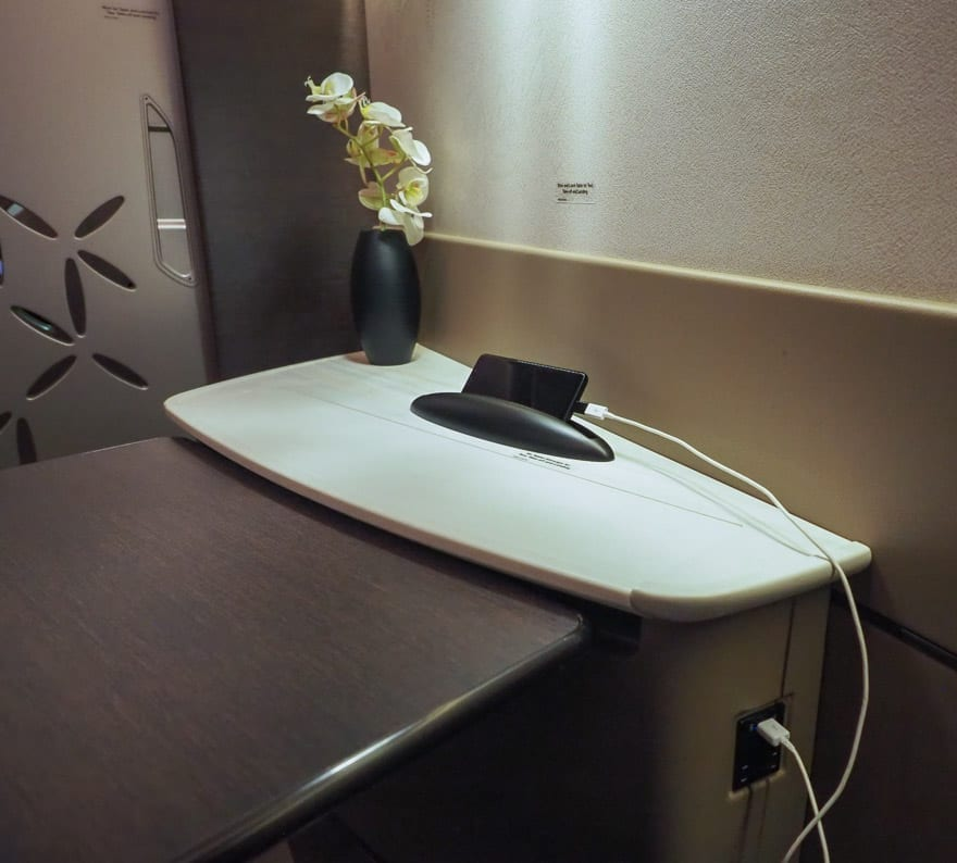 SQ new suites PVG 14 - REVIEW - Singapore Airlines : (NEW) First Class Suites - A380 - Shanghai (PVG) to Singapore (SIN)