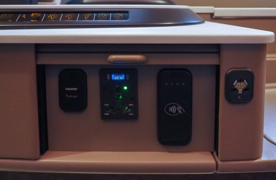SQ new suites PVG 26 - REVIEW - Singapore Airlines : (NEW) First Class Suites - A380 - Shanghai (PVG) to Singapore (SIN)