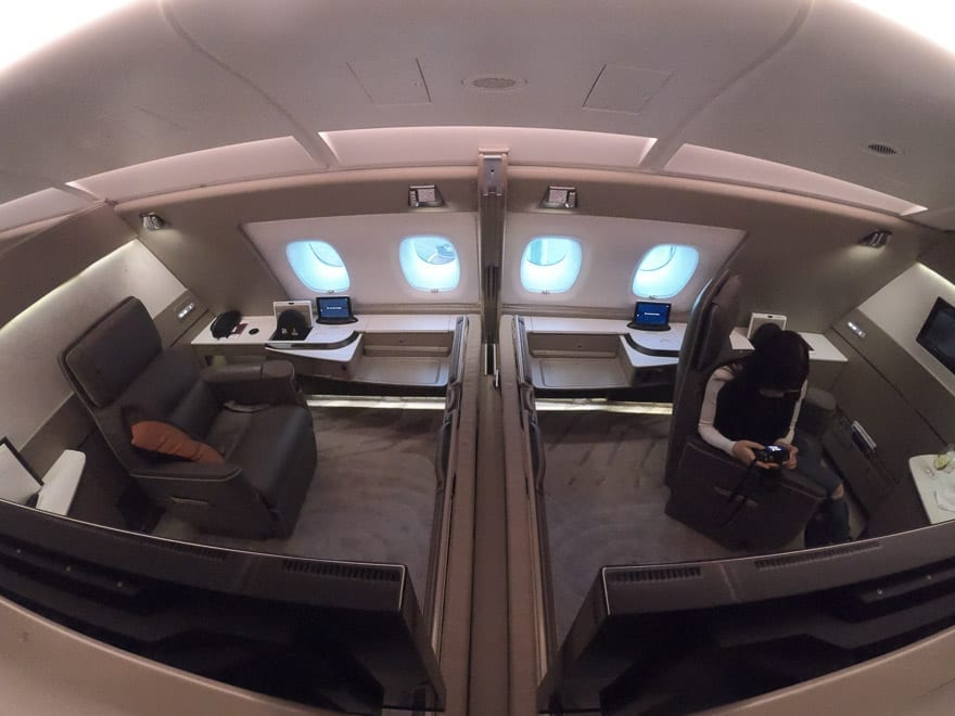 SQ new suites PVG 3 - REVIEW - Singapore Airlines : (NEW) First Class Suites - A380 - Shanghai (PVG) to Singapore (SIN)