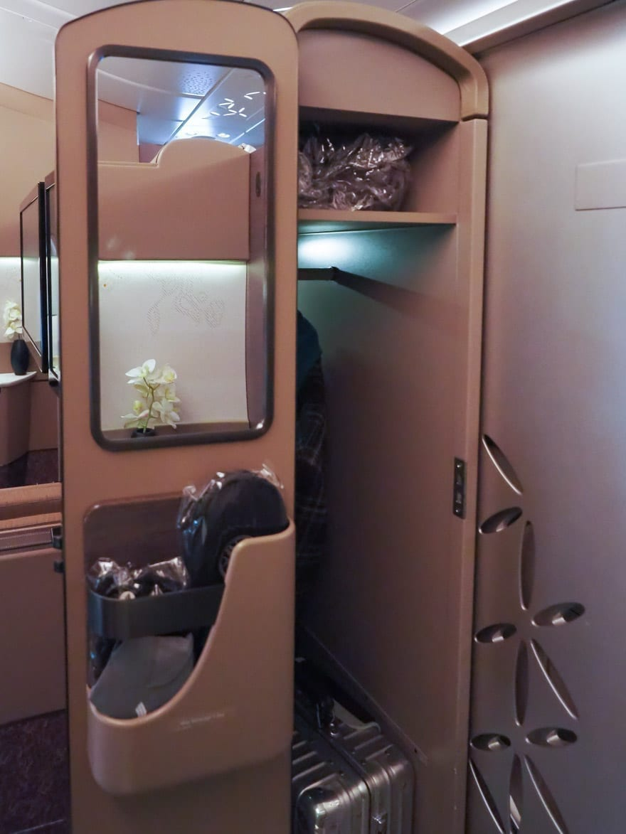 SQ new suites PVG 30 - REVIEW - Singapore Airlines : (NEW) First Class Suites - A380 - Shanghai (PVG) to Singapore (SIN)