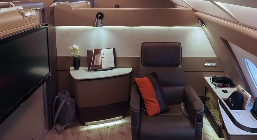 SQ new suites PVG 5 880x480 - REVIEW - Singapore Airlines : (NEW) First Class Suites - A380 - Shanghai (PVG) to Singapore (SIN)
