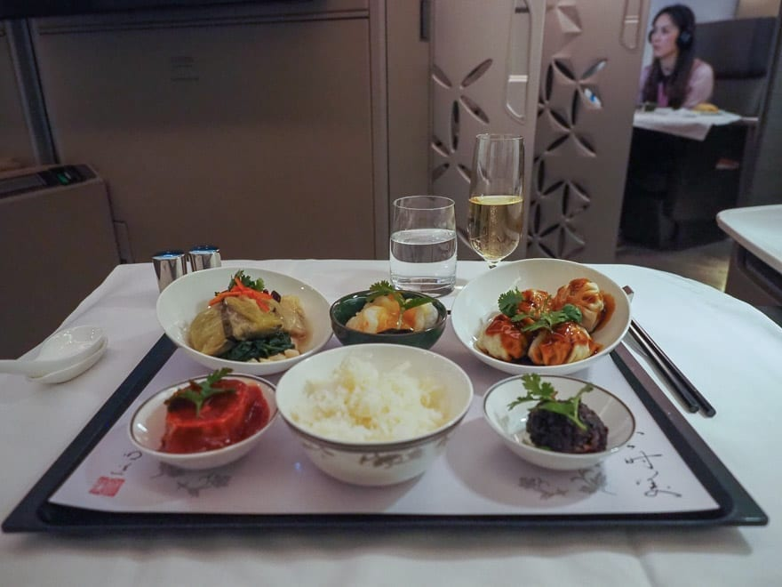 SQ new suites PVG 62 - REVIEW - Singapore Airlines : (NEW) First Class Suites - A380 - Shanghai (PVG) to Singapore (SIN)