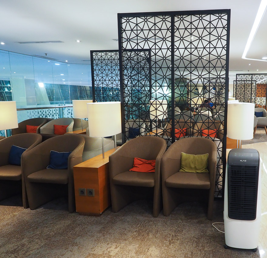 GA J lounge CGK 2 - REVIEW - Garuda Indonesia : Business Class Lounge - Jakarta (CGK-T3)