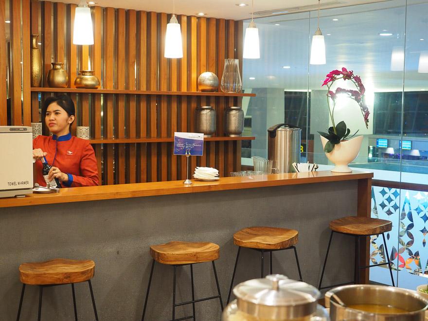 GA J lounge CGK 21 - REVIEW - Garuda Indonesia : Business Class Lounge - Jakarta (CGK-T3)