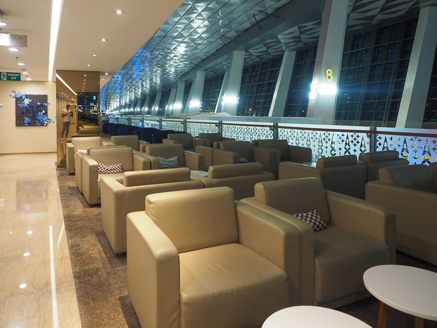 GA J lounge CGK 26 - REVIEW - Garuda Indonesia : Business Class Lounge - Jakarta (CGK-T3)
