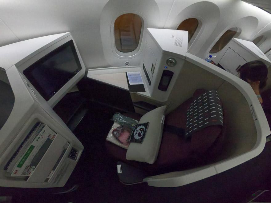 JL J sky suite III 2 - REVIEW - JAL : Business Class - B789 (Sky Suite III) - Jakarta (CGK) to Tokyo (NRT)