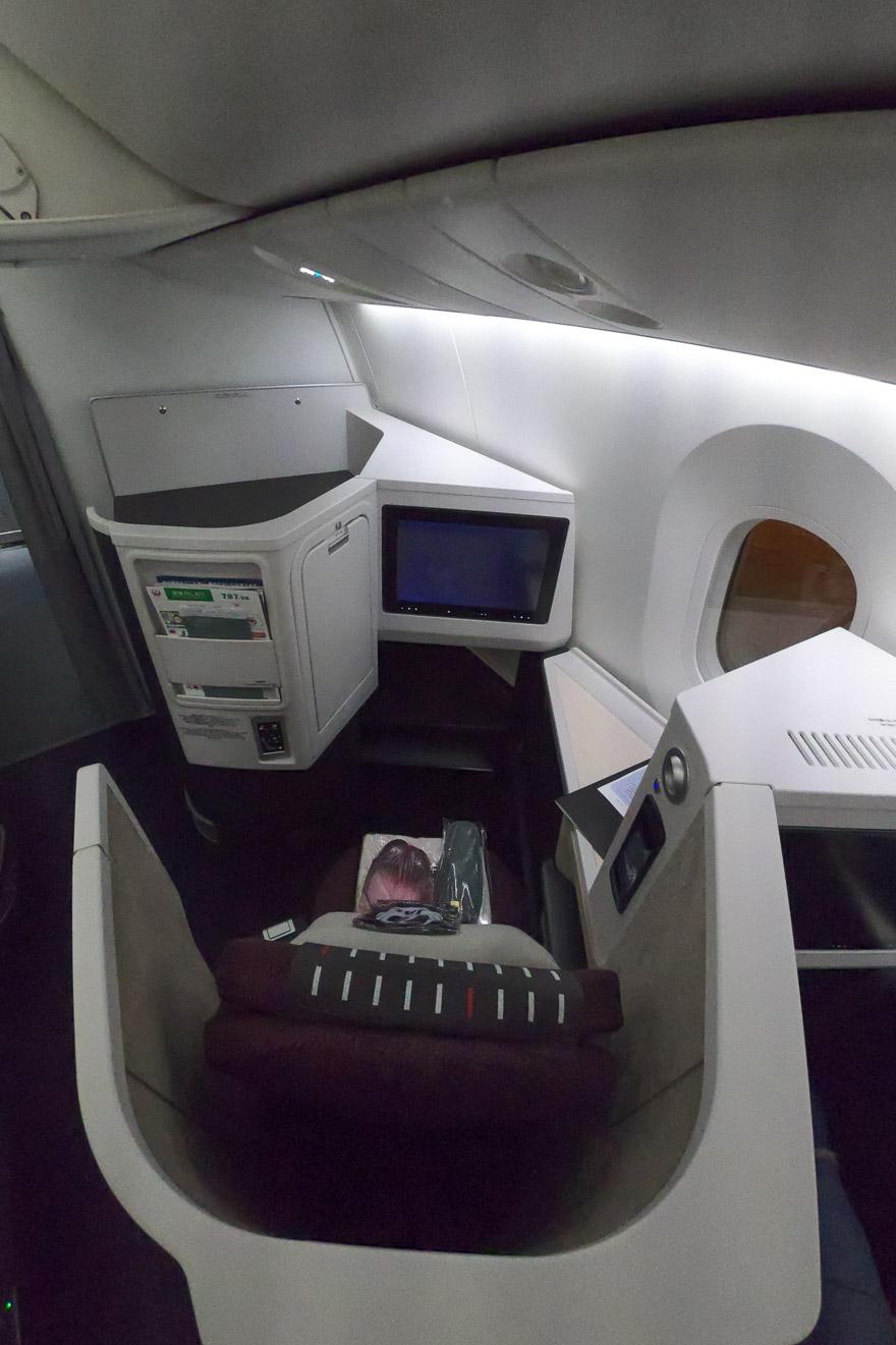 JL J sky suite III 3 - REVIEW - JAL : Business Class - B789 (Sky Suite III) - Jakarta (CGK) to Tokyo (NRT)