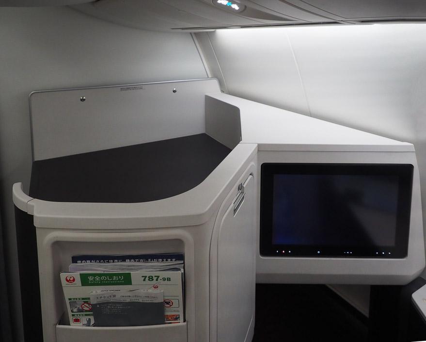 JL J sky suite III 5 - REVIEW - JAL : Business Class - B789 (Sky Suite III) - Jakarta (CGK) to Tokyo (NRT)