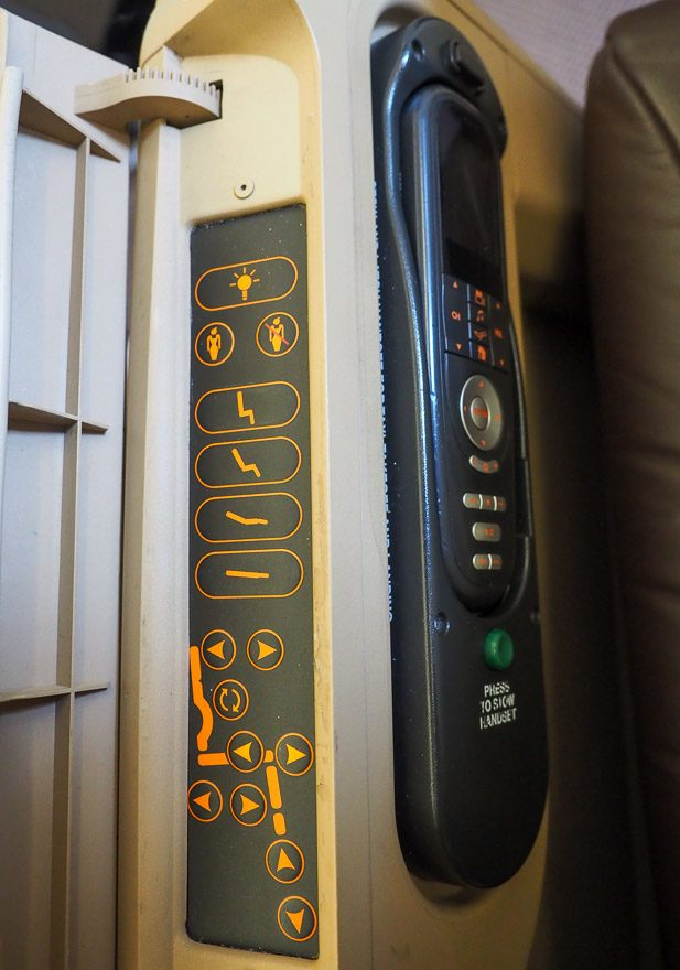 SQ A330 J 15 e1592377282975 - REVIEW - Singapore Airlines : Business Class - A330 - Singapore (SIN) to Bali (DPS)