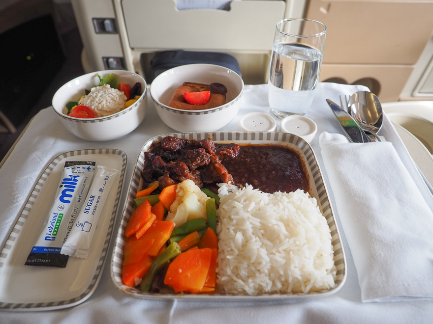 SQ A330 J 24 - REVIEW - Singapore Airlines : Business Class - A330 - Singapore (SIN) to Bali (DPS)