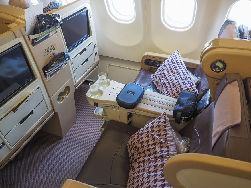 SQ A330 J 5 - REVIEW - Singapore Airlines : Business Class - A330 - Singapore (SIN) to Bali (DPS)