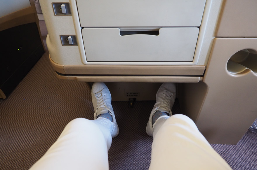 SQ A330 J 8 - REVIEW - Singapore Airlines : Business Class - A330 - Singapore (SIN) to Bali (DPS)