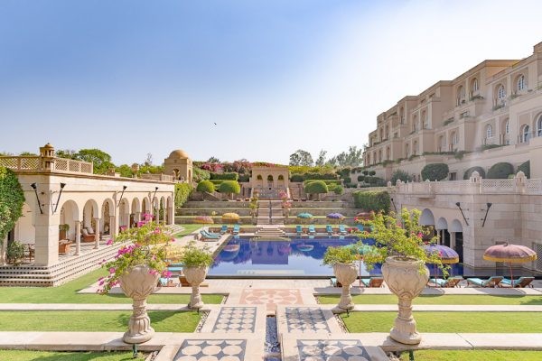 amarvilas pool landscape 1 600x400 - Hotels by chain