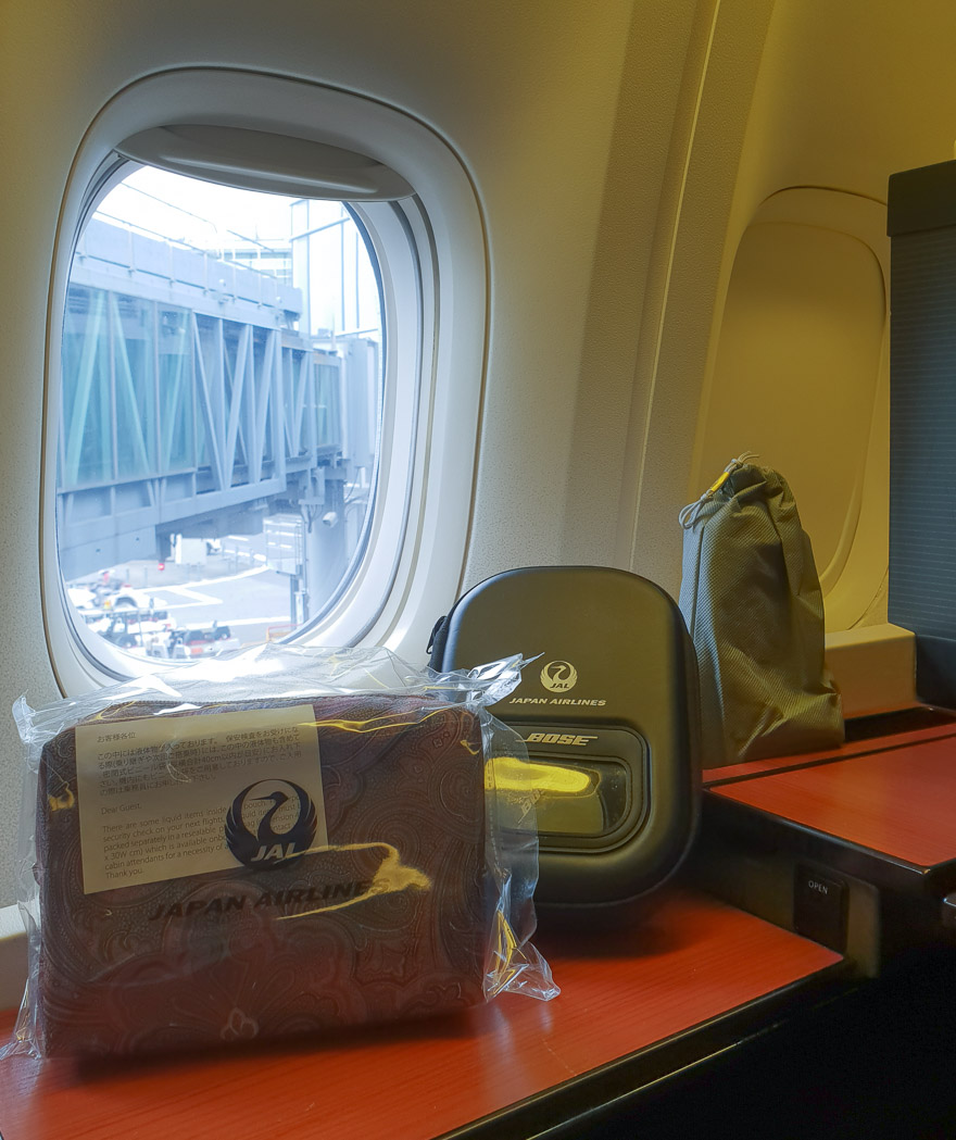 JL F Cristal etro de 2018 10 - REVIEW - JAL : First Class - B777 - Tokyo (HND) to London (LHR)