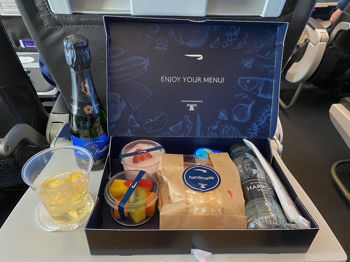 covid Club Europe A321 12 - REVIEW - British Airways : Club Europe Business Class - A319 - London (LHR) to Rome (FCO) - [COVID-era]