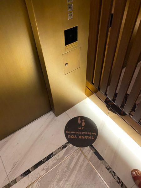 waldorf DIFC 4 450x600 - REVIEW - Waldorf Astoria Dubai DIFC : King Corner Suite [COVID-era]