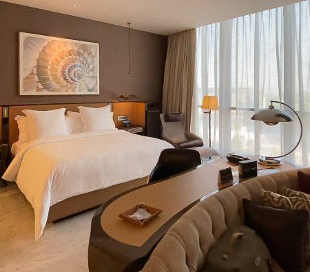 fsdifc room 1 450x395 - REVIEW - Four Seasons Dubai DIFC : Four Seasons Room & Studio Suite [COVID-era]