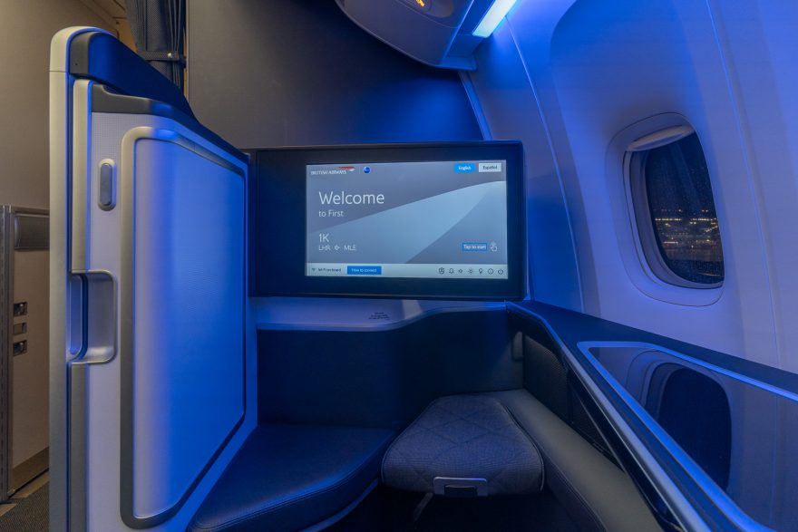 BA 77WN F 13 880x587 - REVIEW - British Airways : First Class Suites - B777 - London (LHR) to Malé (MLE) - [COVID-era]