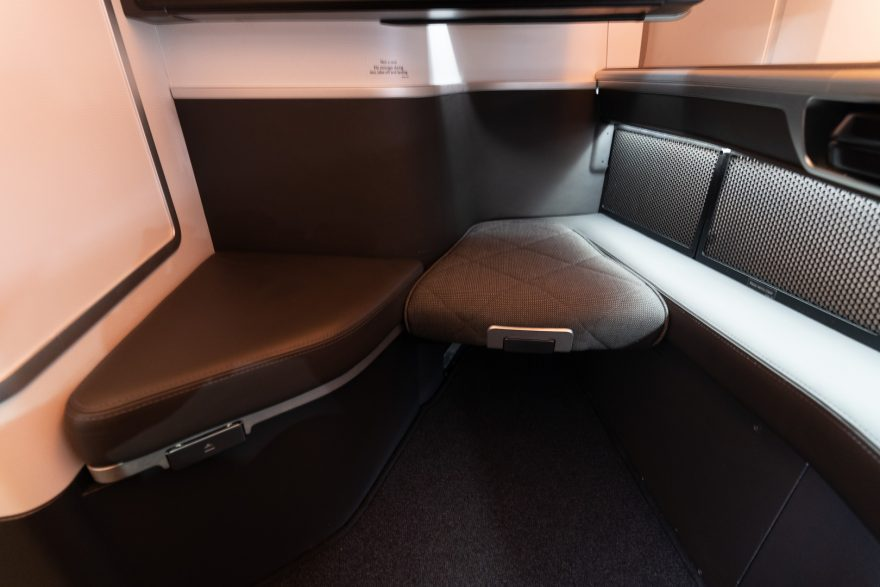 BA 77WN F 24 880x587 - REVIEW - British Airways : First Class Suites - B777 - London (LHR) to Malé (MLE) - [COVID-era]