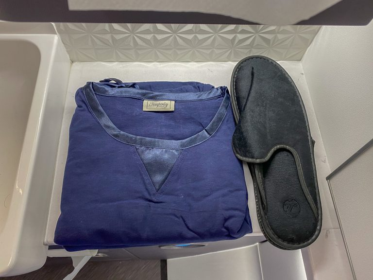 BA 77WN F 32 768x576 - REVIEW - British Airways : First Class Suites - B777 - London (LHR) to Malé (MLE) - [COVID-era]