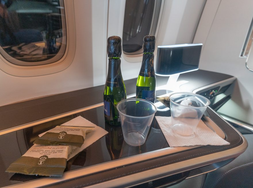 BA 77WN F 33 880x655 - REVIEW - British Airways : First Class Suites - B777 - London (LHR) to Malé (MLE) - [COVID-era]